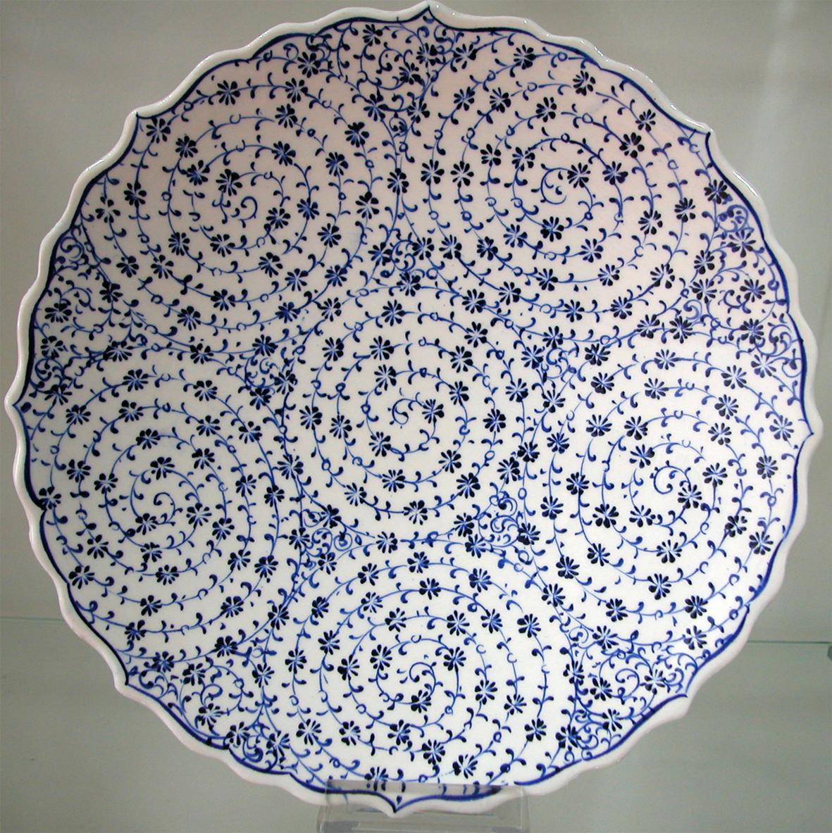 klasik haliç işi Osmanlı tabakları hediyelik kadife kutu içinde sunulmaktadır dekoratif duvar tabakları