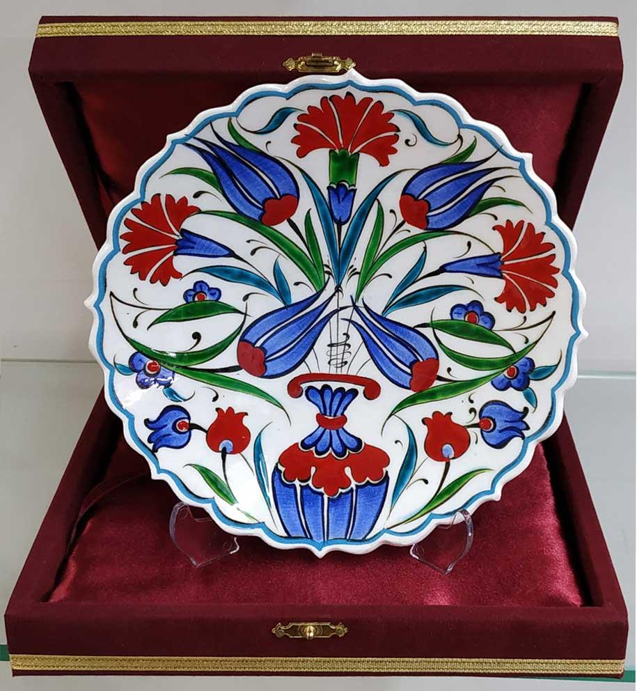 Klasik İznik Desenli Çini Tabaklar Duvara Asmalı Dekoratif Tabaklar  Klasik Desen Samur Fırça iznik ve Kütahya çini Tabak El Yapımı Çiçek Desenli İznik Çini Tabak Çini sanatı örnekleri