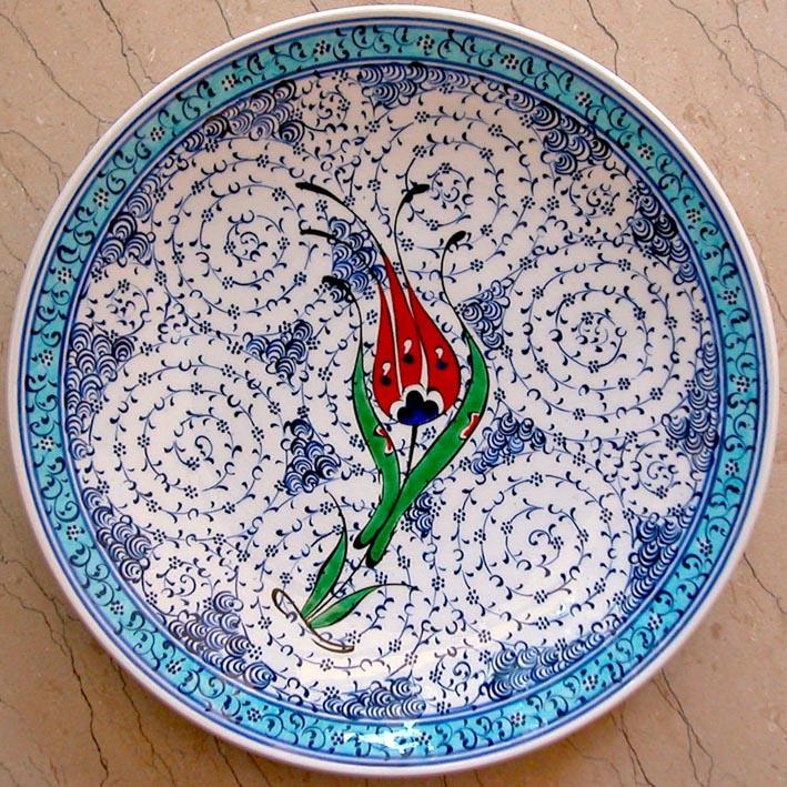 Haliç işi çini tabak ve haliç desenli İznik klasik Osmanlı tabak çeşitleri desenleri çizimleri motifleri ve lale doneli haliç tabaklar