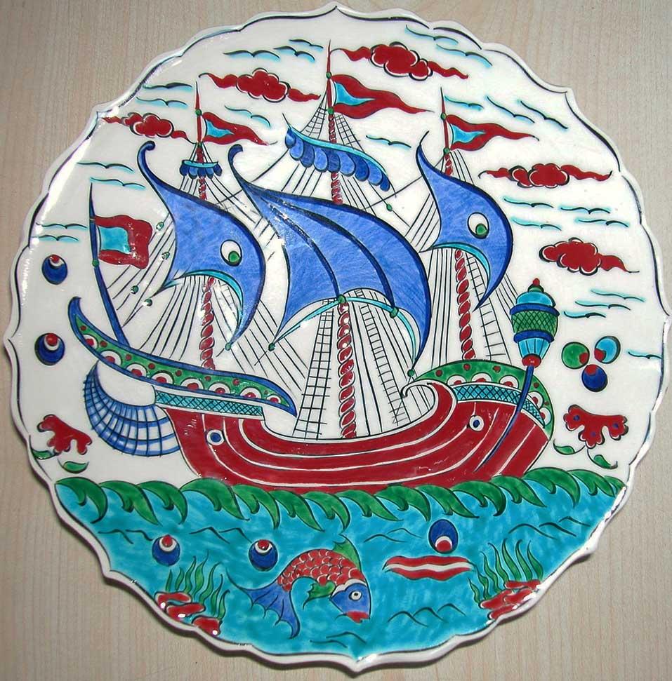 Osmanlı Kalyonlu Renkli Çini Desenli Tabak Gemili Tabak Yelkenli Tabaklar Osmanlı Tuğralı Çini Tabak Ayetli Tabaklar Ayetel Kürsi Tabağı Allah Yazılı Çini Tabak