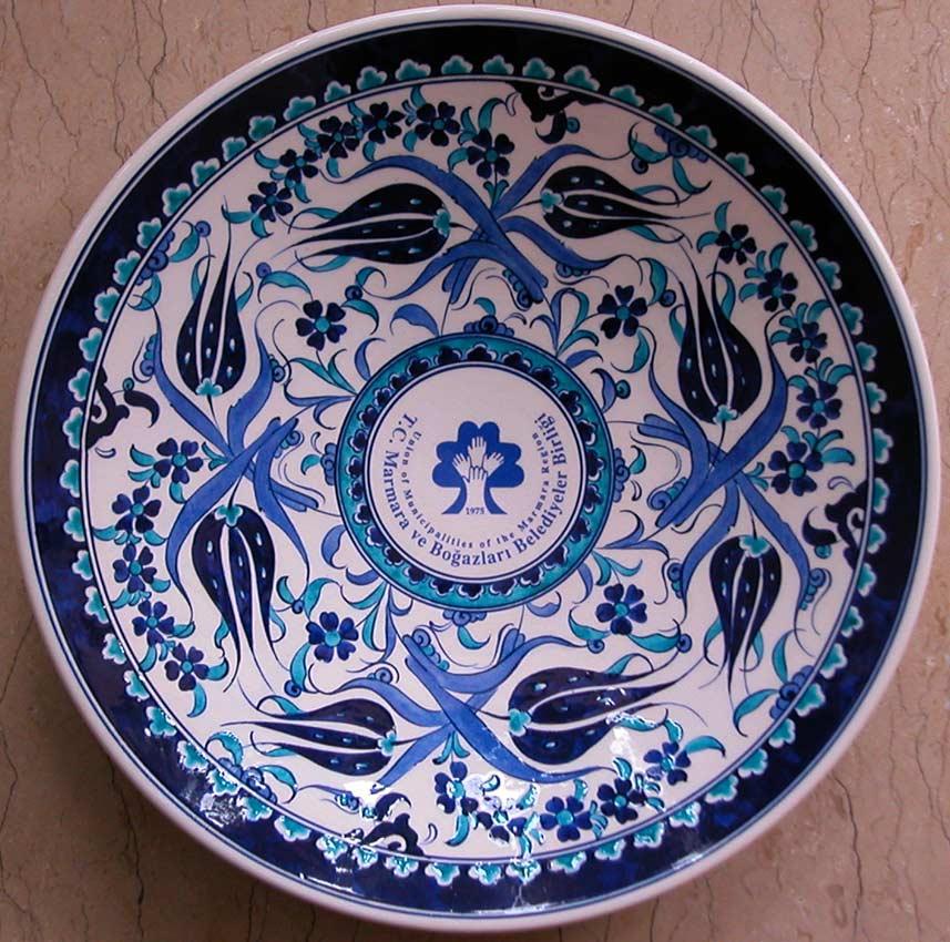 Mavi Beyaz Klasik Desen logolu kurumsal hediyeler