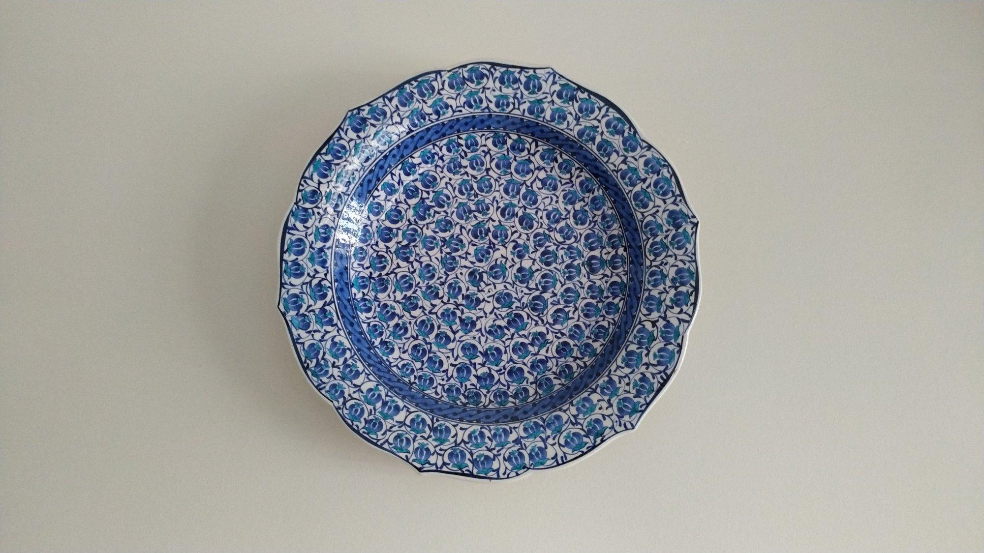 Mavi Beyaz Çini Tabaklar Duvar  Süsleri Türkiye anısı hatıralar  Klasik Desen Samur Fırça iznik ve Kütahya çini Tabak Çini sanatı örnekleri