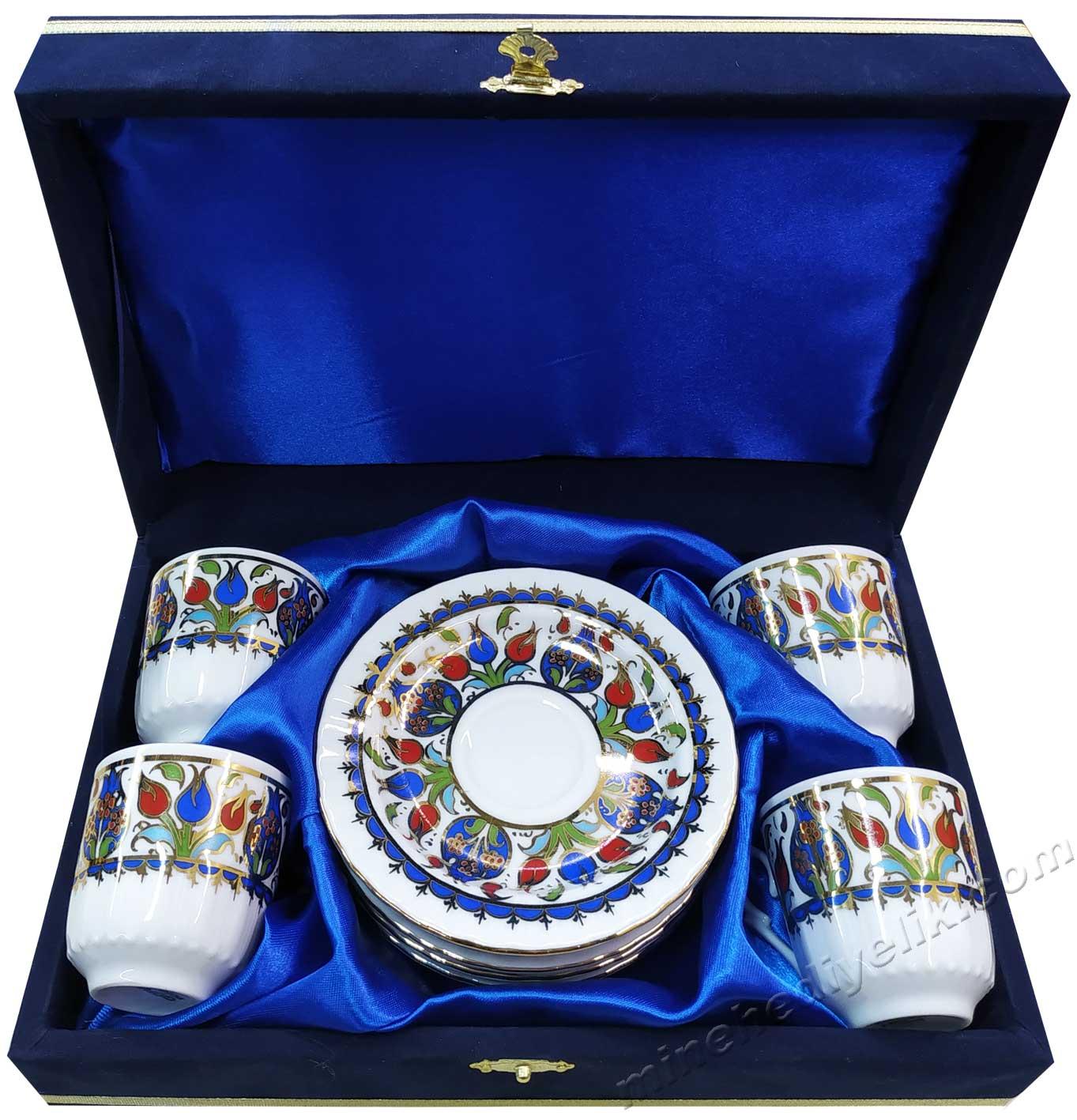 Dört Kişilik Kahve Setleri Yabancı Misafirler İçin Türkiye ye Özgü Hediyeler Kadife Kutuda çini sanatı motifli 4 lú fincan setleri