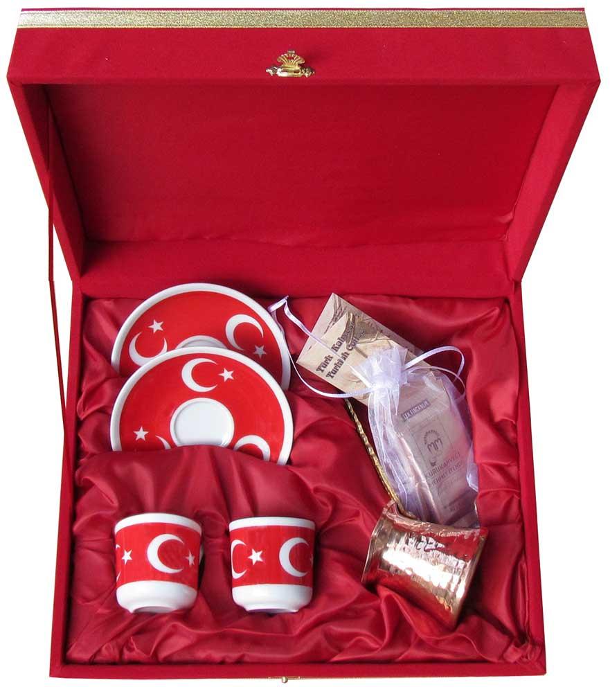Cezveli ve Kahveli Kırmızı Kadife Kutularda Hediyelik Altılı Fincan Seti Kadife Kutulu Belediyeler İçin Nikah Hediyeleri, Yeni evlenenler için 6 Kişilik Hediyeler türk bayraklı kahve Fincan Setleri