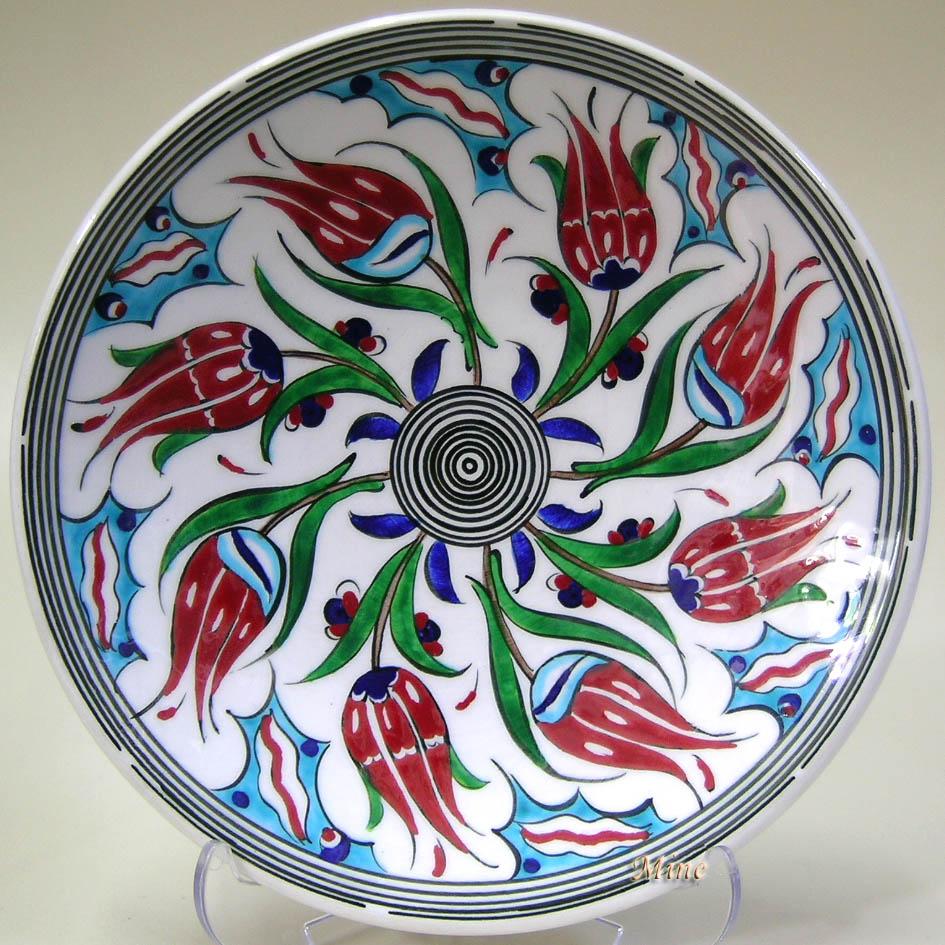 TR200101-4 Sonsuz Laleler Desenli Çini Tabaklar Rüzgar Gülü   Klasik Desen Samur Fırça iznik ve Kütahya çini Tabak Çini sanatı örnekleri
