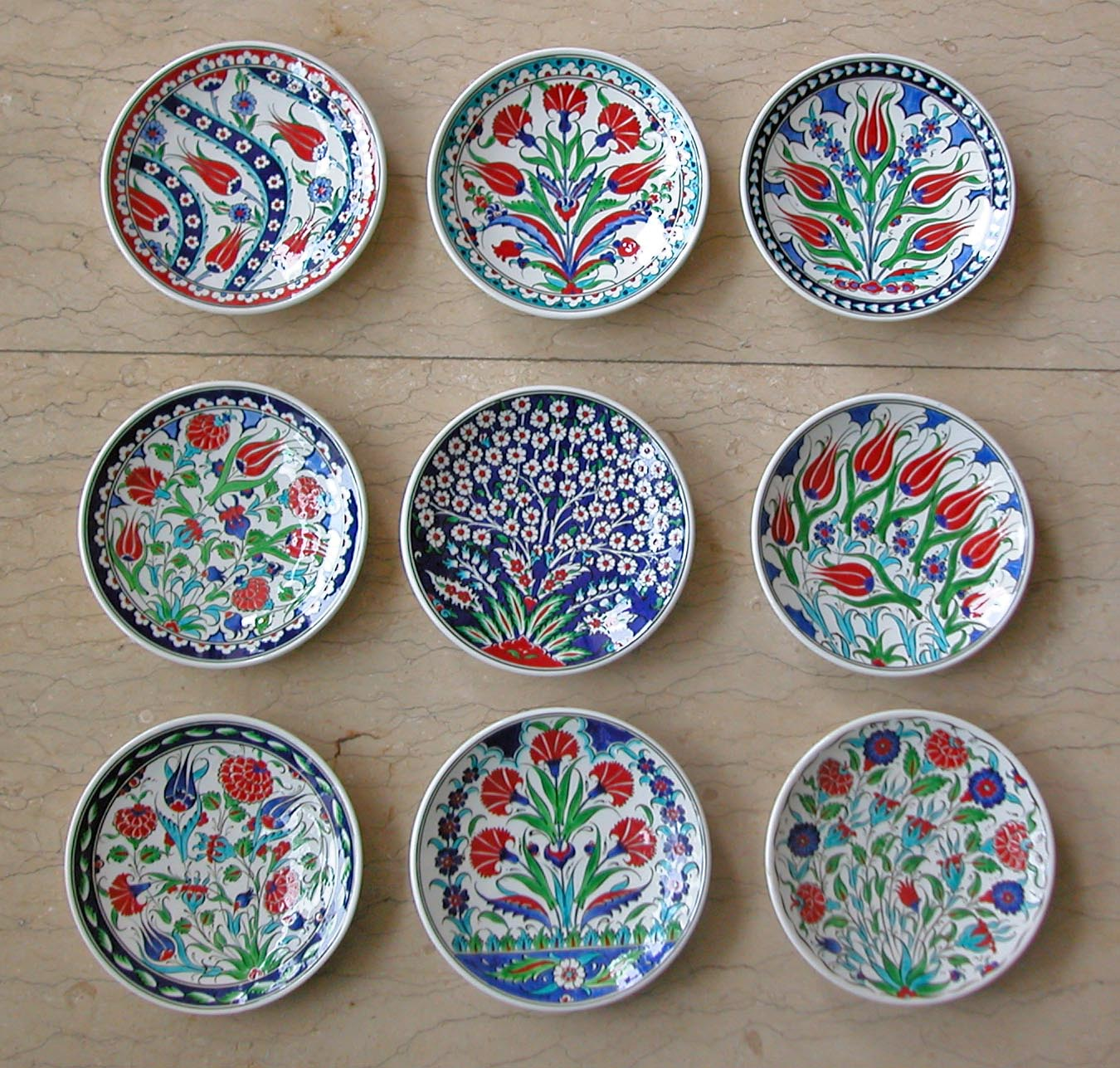 Klasik Çini Tabak Motifleri Duvara Asmalı Dekoratif Tabaklar  Klasik Desen Samur Fırça iznik ve Kütahya çini Tabak El Yapımı Çini Tabak Geleneksel Desenli Çini sanatı örnekleri