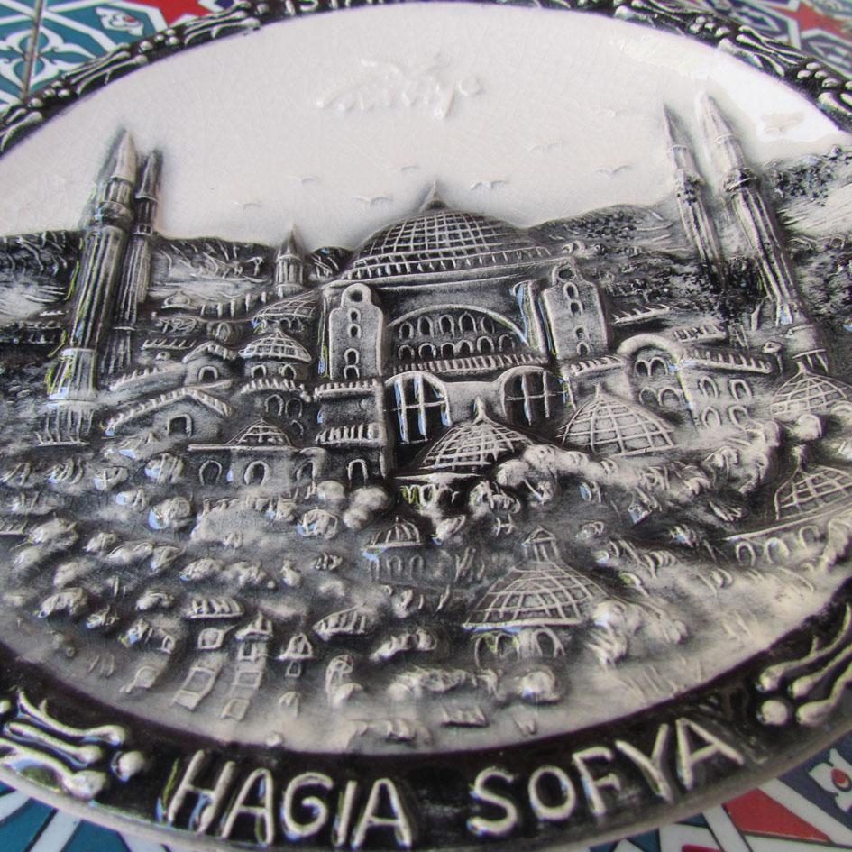 Türkiyeyi ve İstanbul u hatırlatacak yabancılara yönelik bize özgü yerel hediyelik eşyalar. Uygun fiyatlı hediyelikler