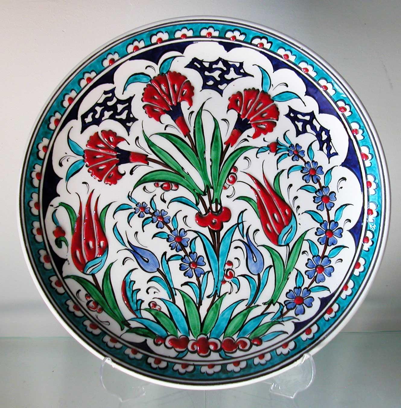 Lale Karanfil Desenli Klasik Çini Tabaklar İstanbul da Çini Mağazasında Bulabilirsiniz