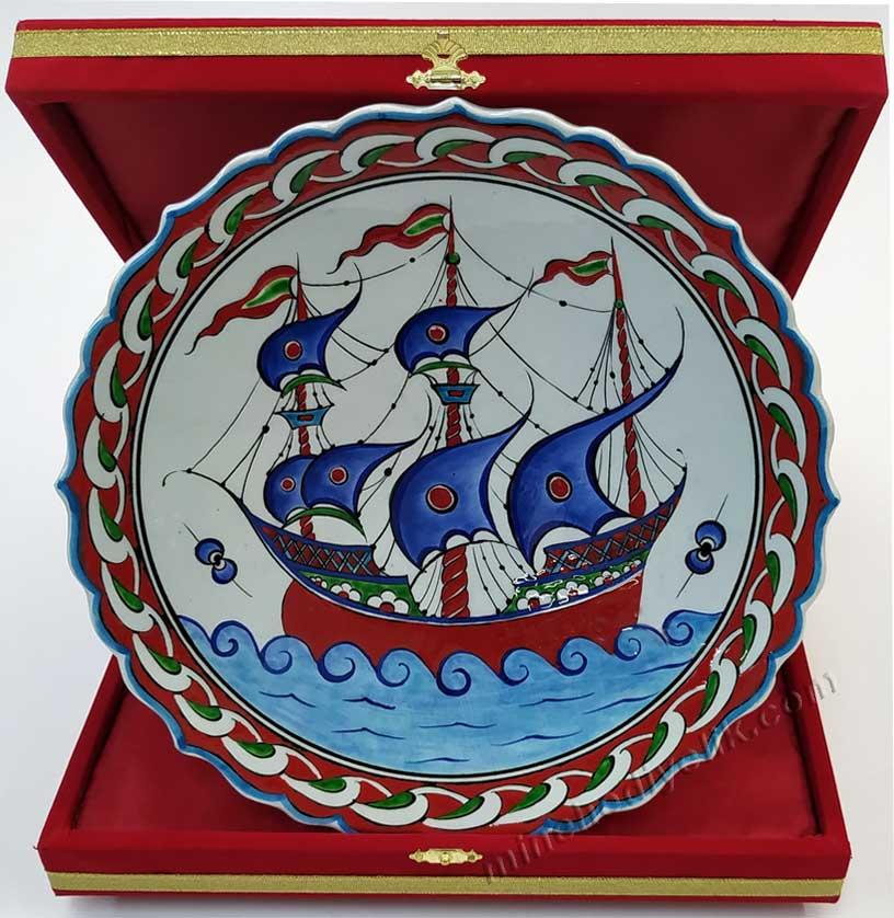 Osmanlı  İznik Gemili ve Kalyon Motifli Hediyelik  Çini Tabak Deniz İnsanlari Gemiciler ve Tüm Denizciler İçin İdeal Kurumsal Hediyeler