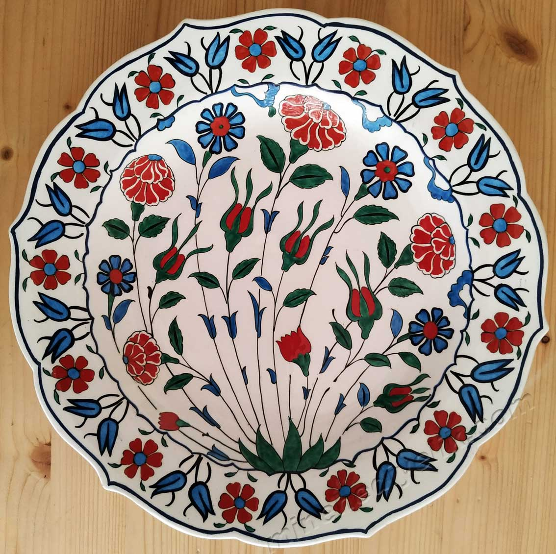 16. Yüzyıl Geleneksel Osmanlı Çini Sanatı İznik Tabakları kadife kutulu kurumsal hediye çini tabak