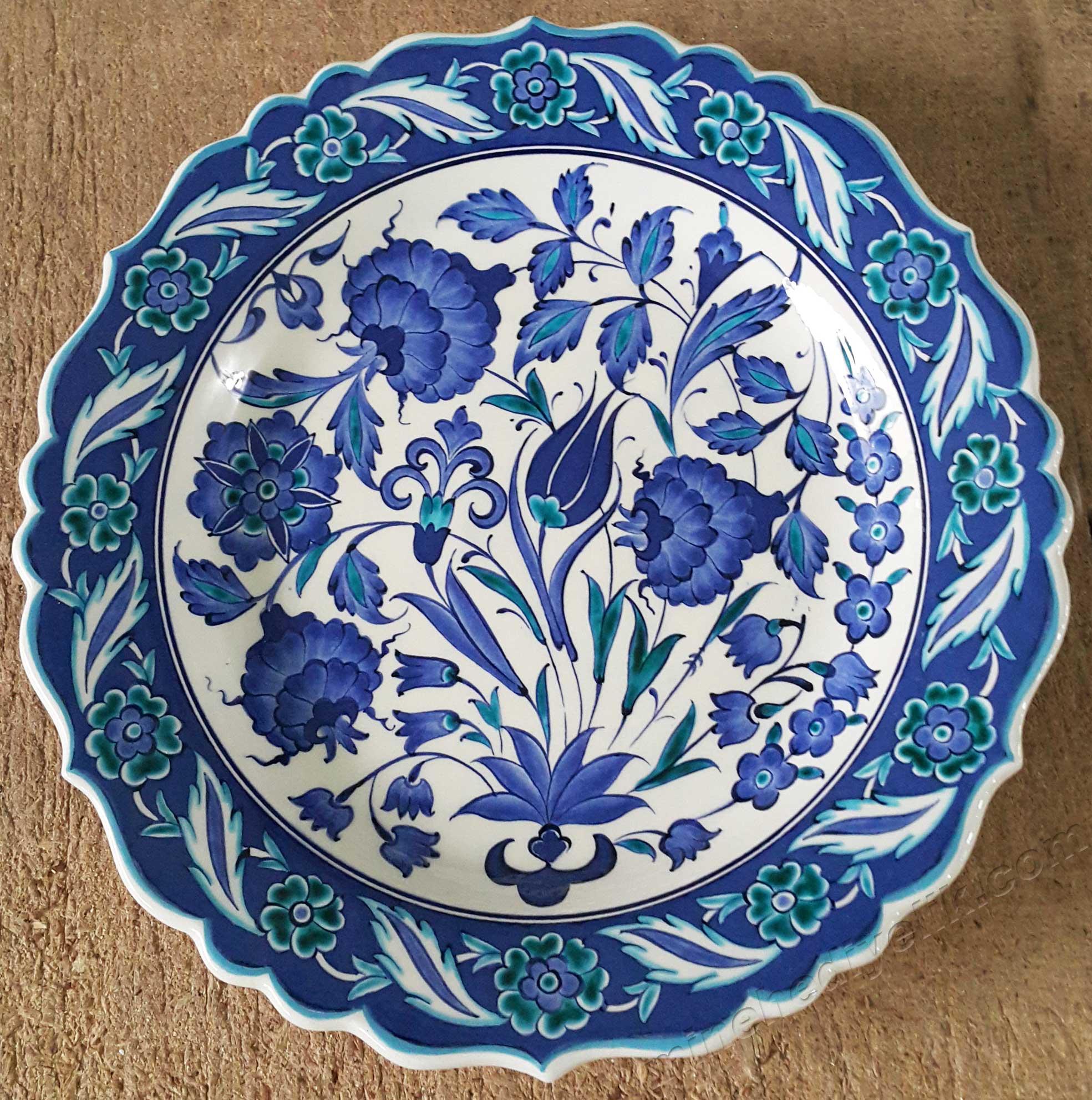 Mavi Beyaz Gül ve Lale Desenli 30 cm Çini Tabak Türkiye ye Özgü Kalıcı ve Geleneksel Hediyeler