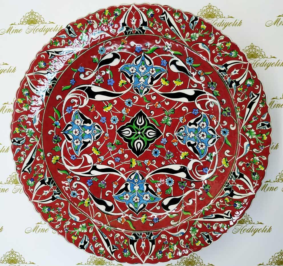 Kırmızı Zeminli 40cm Çini Tabak el yapımı Kurumsal hediye Kütahya çinileri meşhur mercan kırmızısı çiniler Çini sanatı örnekleri