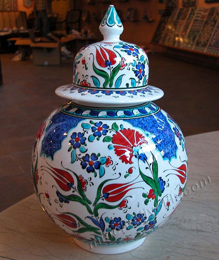 15 cm el yapımı işlemeli çini kavanoz desenleri karanfil ve lale motifli İznik Kütahya işlemeli şapkalı küpler evaniler hediyelik çiniler
