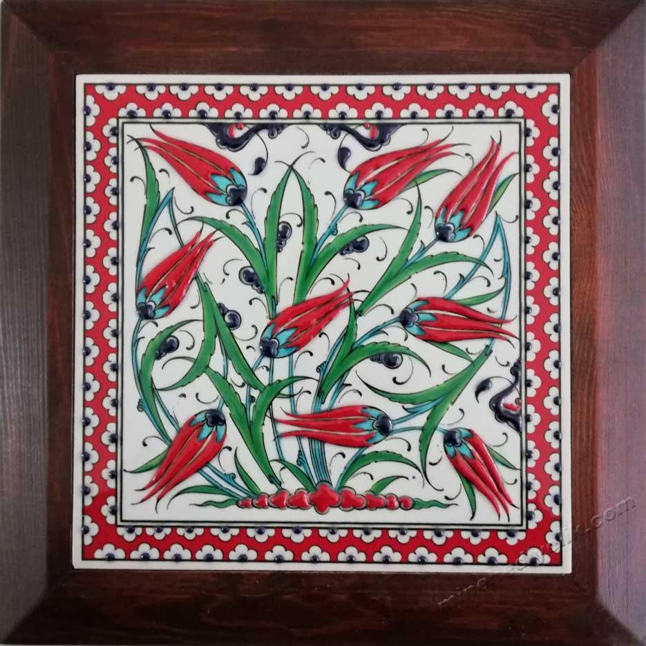 laleli hediyelik karolar çini karo üreticisi ustası atölyesi kütahya çinileri toptan imalat fiyatları çerçeveli  karolar panolar tablolar kutulu olarak sunuluyor