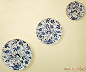 Osmanlı Mavi Beyaz Klasik Lale ve Karanfil Desenli 3 Lü Kombin Set El Yapımı Duvar Dekoru Süsü Klasik İznik Tarzı Çini Tabaklar