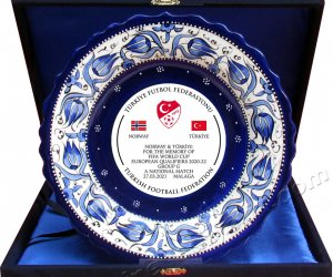 Plaket Çini Tabaklar  Kadife Kutulu Seramik  Plaket Tabak Modelleri Çeşitleri ve Fiyatları